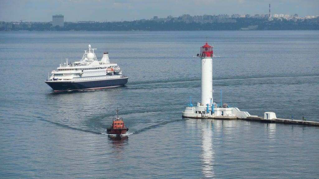 В Одесский порт зашел первый с начала пандемии круизный лайнер (ФОТО) 3