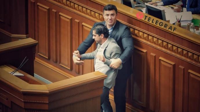 Арахамия считает, что после сегодняшнего нападения в Раде Тищенко на Лероса отстранить должны обоих. Оба фигуранта тоже высказались