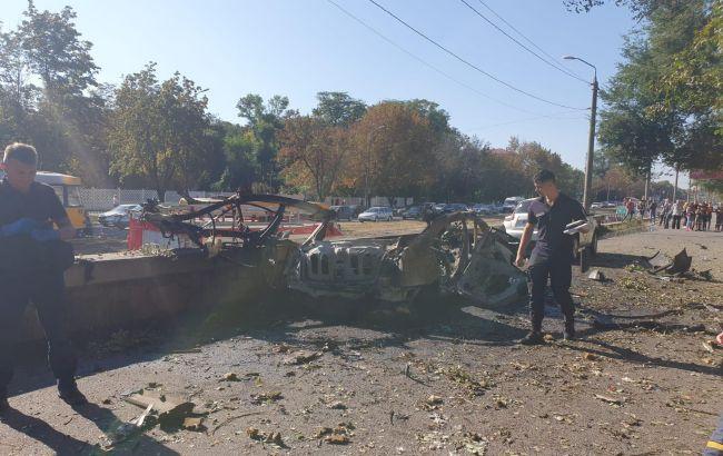 Теракт в Днепре: взорван автомобиль, погибли два человека (ВИДЕО)
