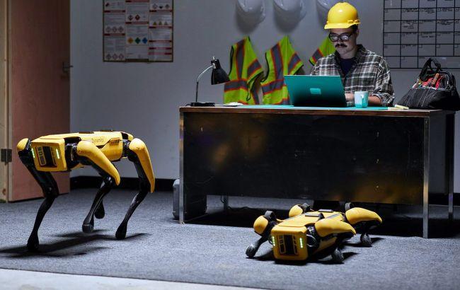 Первые робопсы начали работать: охранником на автозаводе и оценщиком в страховой фирме 5