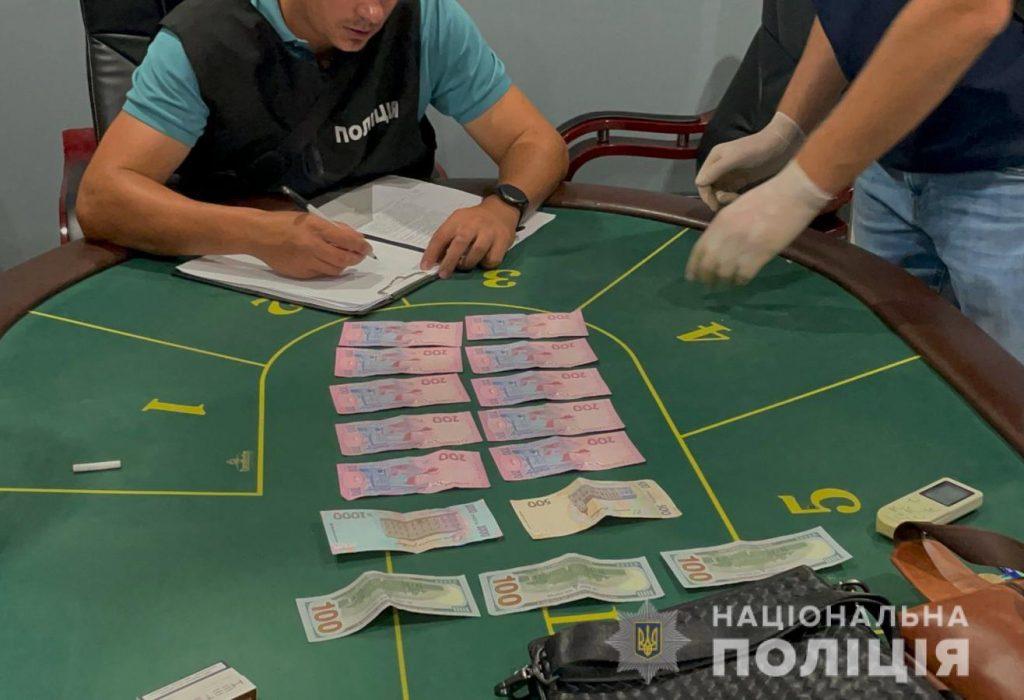 """В Николаеве полиция """"прикрыла"""" два игорных зала (ФОТО, ВИДЕО) 1"""