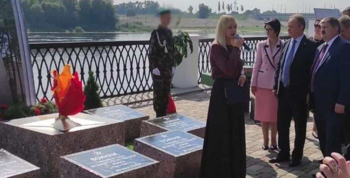 В Гомеле на День города поставили передвижной муляж братской могилы 3