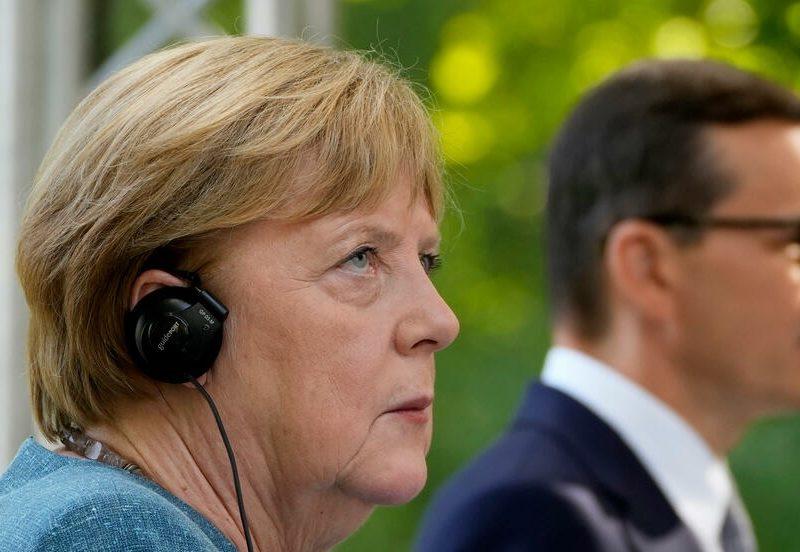 Действия Беларуси в отношении мигрантов Меркель назвала гибридными атаками