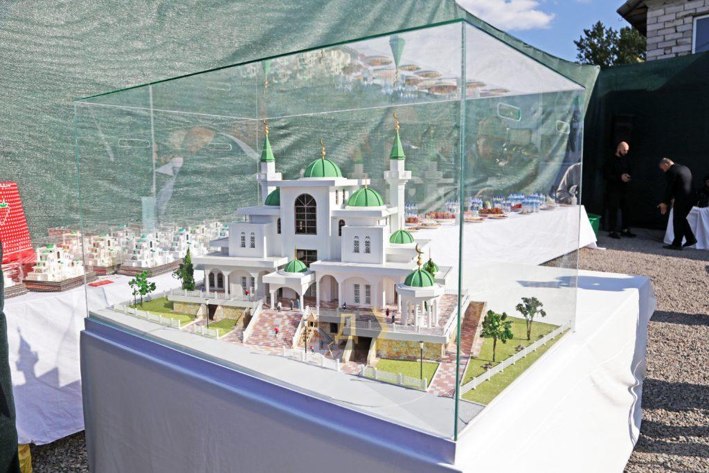 """В Одессе заложили самую большую в Украине мечеть и """"послали"""" афганских беженцев (ФОТО) 1"""