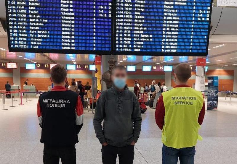 Миграционщики Николаевщины принудительно выдворили из страны азербайджанца (ФОТО)