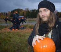 Зачем ждать Хэллоуин? Финскому фермеру удается продавать свои овощи благодаря тыквенному парку (ВИДЕО)