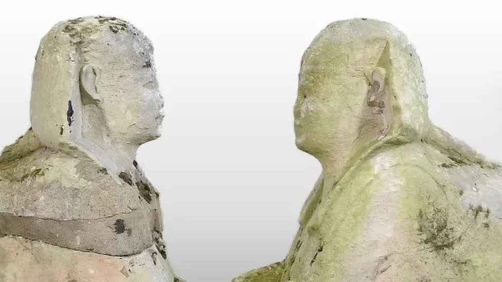 Английская семья продала с аукциона за 195 тыс. фунтов стерлингов две статуи древнеегипетских сфинксов, которые 15 лет простояли в ее саду (ФОТО) 3