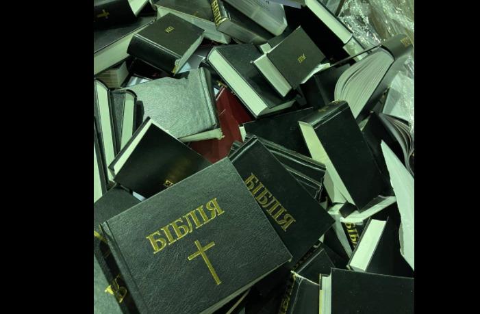 Под Киевом в пункт вторсырья привезли партию порезанных Библий 5