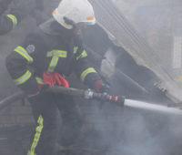 В селе под Николаевом спасатели потушили горевшую крыше частного дома (ФОТО)