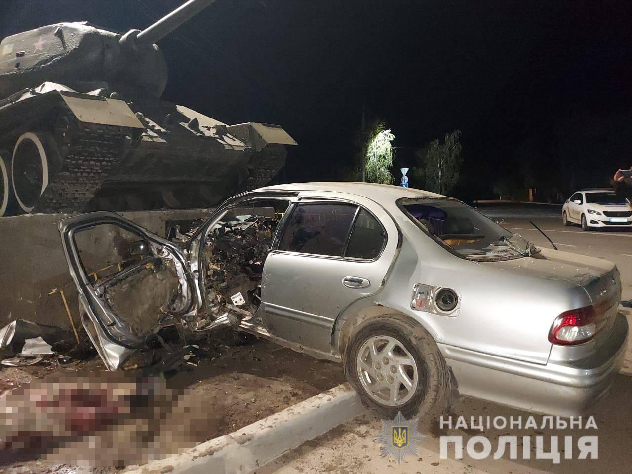 В Одессе водитель протаранил танк и погиб 3