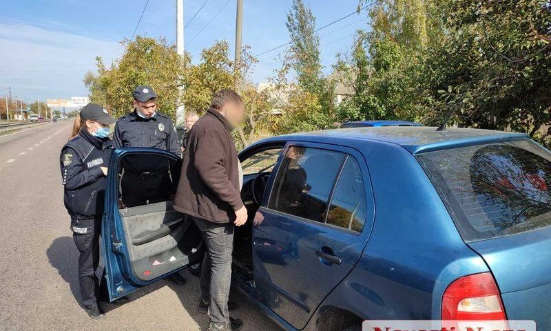 """В Николаеве во время конфликта с патрульными водитель """"прокатил"""" на двери полицейского 1"""