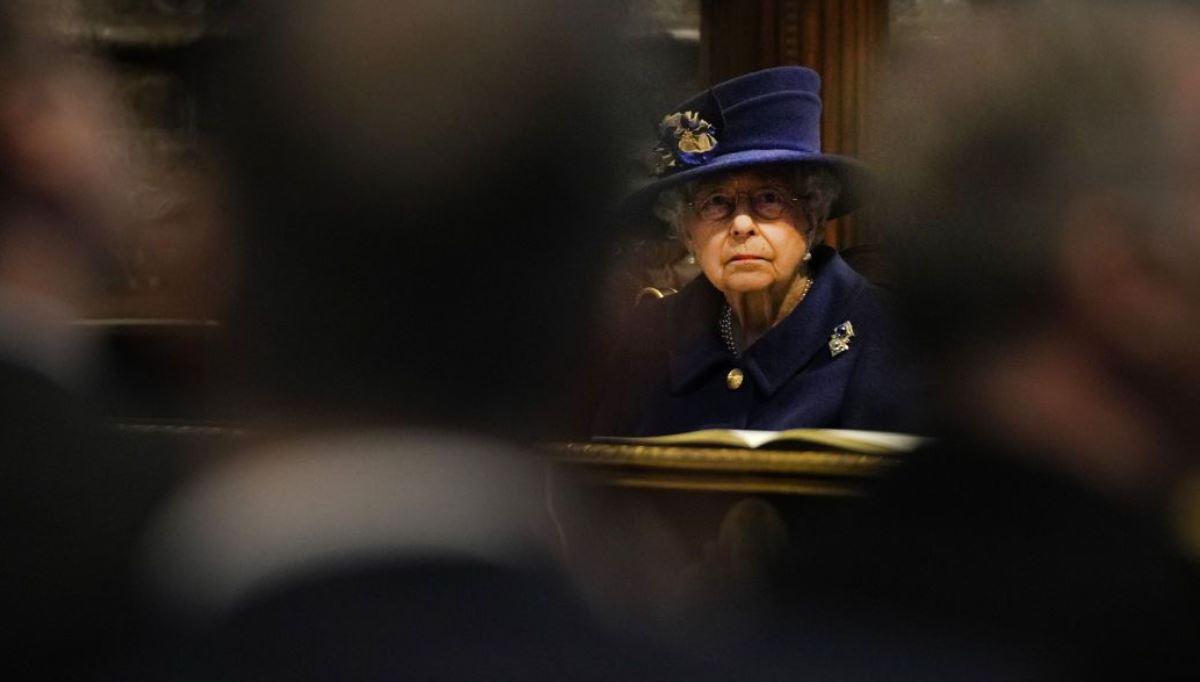 Все могут короли? Елизавете II врачи советуют отказаться от регулярного алкоголя 3