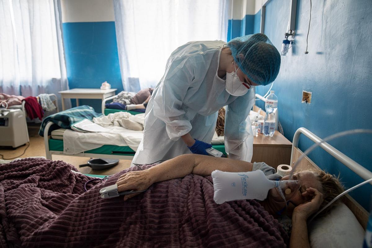 За сутки в Украине от COVID-19 умерло 692 человека и заболело свыше 22,5 тысяч 3