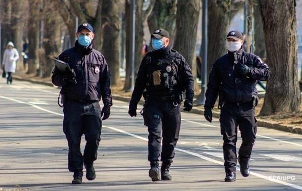 После того, как Херсон оказался в красной зоне, там вывели на улицу противоковидные патрули 5