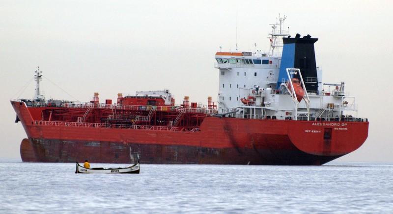 В Черном море затонуло судно с карбамидом