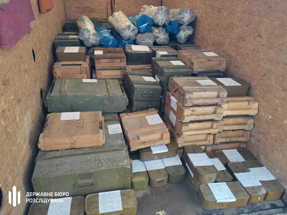 На Донбассе на базе роты полиции нашли склад неучтенного оружия - его готовили к продаже (ФОТО, ВИДЕО) 7